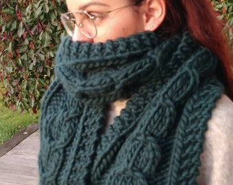 Knitted scarf in 100% wool