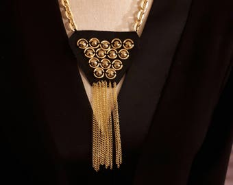 Light and gold for this necklace