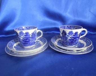 Vintage Pair of Trio's Blue And White 'Willow' Pattern