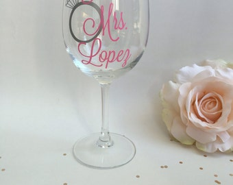 Personalized Future Mrs Wedding Gift, Engagement Gift, Bridal Shower Gift, Wine Glass Gift