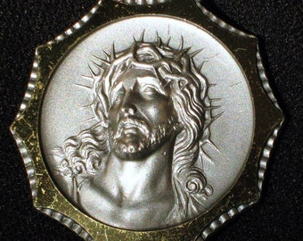 Jesus Italy Vintage Pendant Signed Bold Catholic Heavenly 60s 70s Cameo Inscribed Star Crown Blessed Crucifix Religious He Died For Me