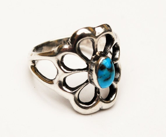 Turquoise Flower Ring  Sterling Silver  size 5   Blue gemstone  old pawn  silver Floral ring