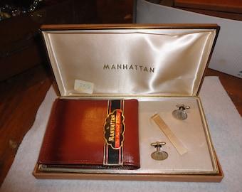 SALE ! Vintage 1940's Manhattan leather wallet  and cuff link set  - billfold -  unused in box -