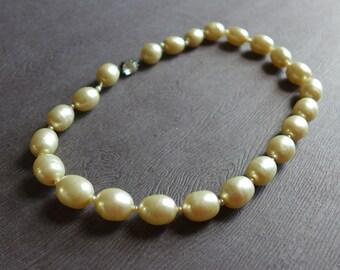 Vintage collier de perles fausse, Mid Century crème Baroque collier, fermoir classique élégant collier de perles Perles en strass