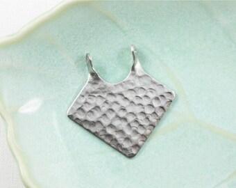 4 silver DIAMOND hammered jewelry pendant . 29mm x 28mm (S33)
