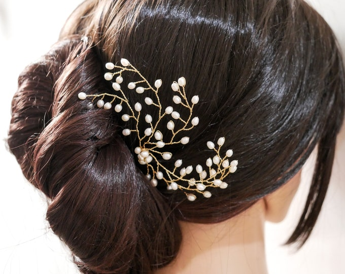 Real pearl bridal hair pin, hair piece, gold or silver wire, leaf bud pearls, wedding accessory, bride hair pin, bride pearl hair accessory