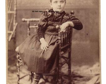 Mädchen mit hohen Knopf Schuhe, Schrank-Karte Foto, antike Fotografie, Vintage-Fotografie, Rockford IL