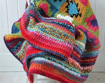 Hand-woven AZILAL blanket with Tapestry Crochet technique. Multicolor. Bohemian. Very coarse-gauge wool.