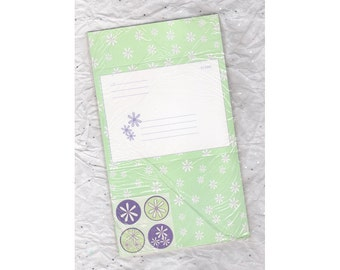 Four vintage fold-a-note blank cards, white daisies on green field, with round daisy seals, still in the original cellophane, from 1980's.