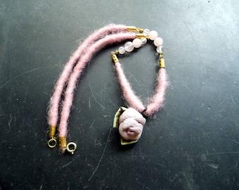 Necklace, felt, rose quartz, leather, rose, pink, brass, Lederrose, Dirndl