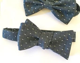Avec noeud à pois, pois, denim, indigo, coton, mariage, garçons d'honneur, cravate chambray, personnalisé cravate, cravate homme, cravate auto, chambray