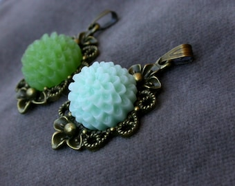 set of 2 solid brass and beaded flowers medallions resin glue