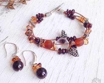 Set of bracelet and earrings with garnet and lampwork beads.