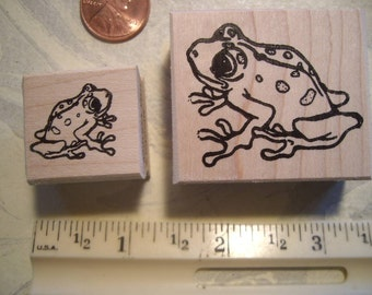 2 frogs, hoppy left & rt  rubber stamp WOOD mounted scrapbooking rubber stamping