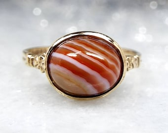 Vintage 1975 9ct Yellow Gold Ornate Chalice Striped Banded Orange Agate Ring / Size P