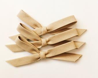 Hand tied bow [ tan ]