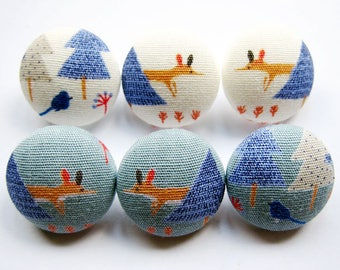 Sewing Buttons / Fabric Buttons - Winter Fox and Bird - 6 Medium Fabric Buttons - Fabric Covered Buttons