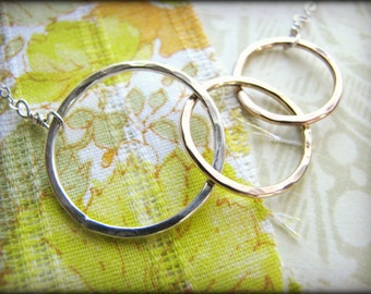 We Are Family 3 Ring Necklace -Three Eternity Infinity Linked Round Gold Sterling Silver Simple Gift Birthday Memoriam Mother