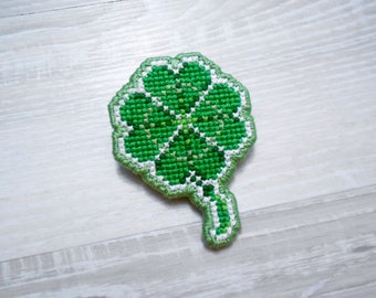 Lucky Four Leaf Clover Cross-Stitched Brooch Pin [Pixel]