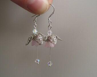 Dangle flower earrings soft pink
