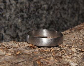 Stainless steel ring - only 1 mm thick !