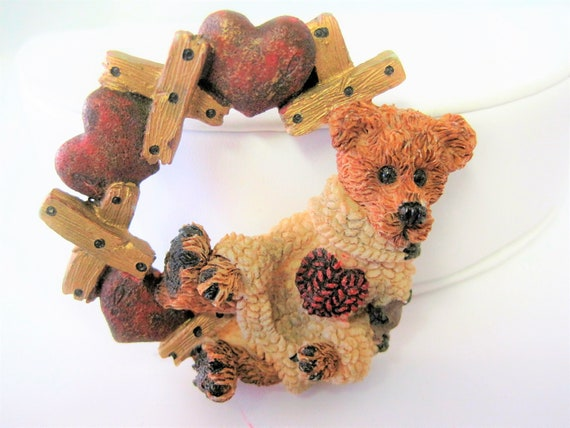 Boyds Bears Pin, Resin Brooch,  Wreath of Hearts, Bear with Heart