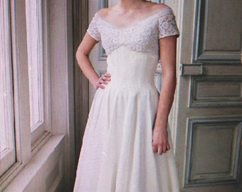Very elegant designer 50's vintage wedding dress, by Emma Domb a renowned designer in San Fransisco. Fits just on the edge of the shoulders.