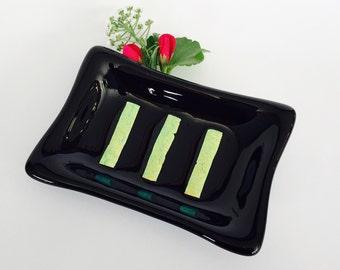 Savon de verre à la main - fusion plat en verre - noir avec des rayures d'or dichroïques - décor de salle de bain fait à la main - un de conception unique