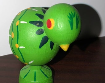 "CHARMING! Vintage 1970s European Hand Painted Green Folk Art 2"" Wooden Little Peep Chick~Easter Springtime"