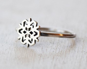Size 5.5 - Sterling Silver Snowflake Ring - Stacking Ring - Novelty Ring - Winter Jewelry - Snow - Gift For Her - Mom - Girlfriend