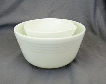 Hamilton Beach Pyrex mixer Bowl set of 2 milk glass pour spout vintage 1940s