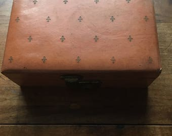 Vintage 1950's-1960's jewelry box lined in crushed velvet