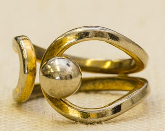Abstract Gold and Silver Vintage Ring Twisted Metal Bead Mod US Womens Size 6.5 7RI