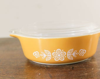 Butterfly Gold Pyrex Small Casserole Dish with Lid -  741, 1PT, 500 ml Vintage Pyrex - Gold and White