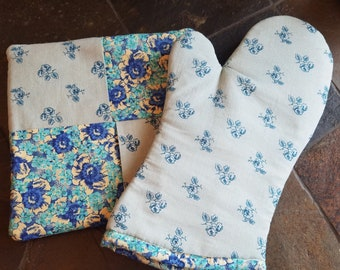 Floral Print Blue Oven Mitt Hot Pad Set