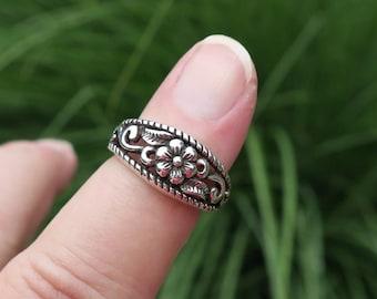 Vintage 925 Sterling Silver Flower Ring