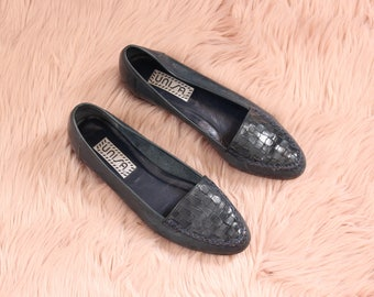 navy blue leather flats, vintage 1980s shoes, womens size 7.5 7 1/2 . 80s slip on shoes by Unisa