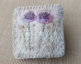 textile mini brooch, stitched flowers, small textile brooch, mini art brooch, lace and stitch, embroidered brooch