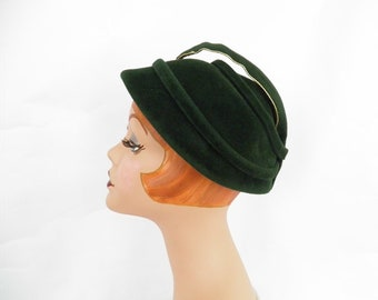 Vintage 1950s hat, woman's green pixie hat with felt feather
