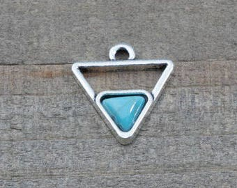 1 PIECE triangle pendant with turquoise imitation cabochon, triangle pendant, bohemian pendant, triangle charm, turquoise pendant B0083840