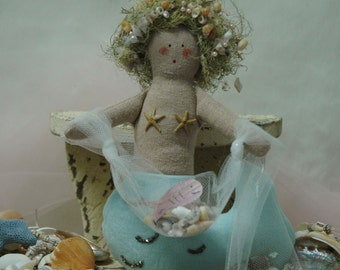 Soft Canvas Folk Art Mermaid with Sea Shell Net (MER-V-5N)