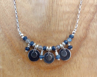 The blue and gray shokermade genuine pearls and steel chain