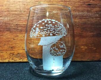 Amanita Muscaria (Toadstool) Mushroom Hand-Engraved Stemless Wine glass – Free Personalization