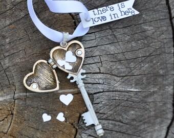 Skeleton key necklace steampunk key jewelry steampunk necklace steampunk jewelry vintage key pendant antique key silver victorian locket