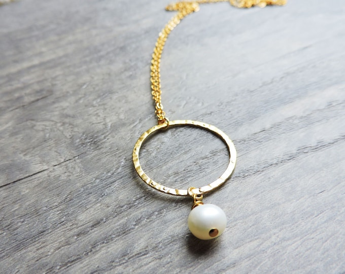 White pearl & hammered gold karma pendant - Freshwater pearl necklace - Bride, wedding, bridesmaid, delicate - June birthstone
