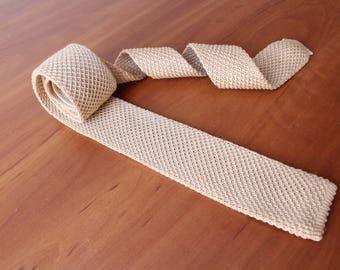 Square end tie cravate.Beige cravate.Slim skinny vintage neck tie.Vintage tie.Skinny tie.Square tie.Beige tie.Knitted tie.Knitted skinny tie