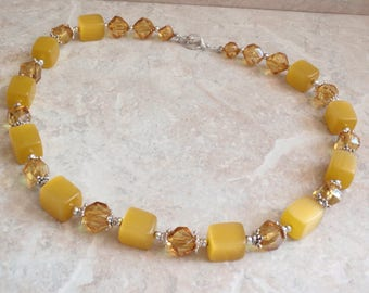Butterscotch Necklace Golden Yellow Moonglow Cubes 20 Inch Vintage 080914MN