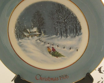 Vintage 1976 Avon Christmas Plate, Wedgwood, Gold Trim, Bringing Home The Tree