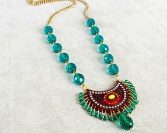 Smaragd Grün Kristall Perlen, stammesaussagenhalskette, bohohalskette, Geschenk für Muttertag, böhmischen Halskette, Geburtstagsgeschenk für Frau
