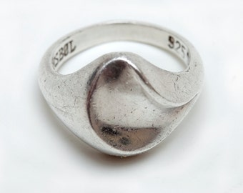 STERLING Fashion RING in Swirl Design - 925 MEXICAN Silver Mark - 6 Grams - Size 7-3/4